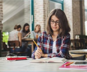 What are the difficulties faced by students while writing an academic paper?